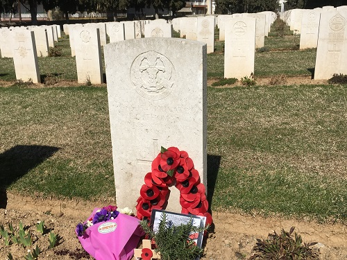 The headstone of 6/9115 Private E G Thomas, 3rd Battalion, Middlesex Regiment, Salonika (Lembet Road) Military Cemetery (grave reference 941). Photograph taken by Lynsey Ball, 4th March 2017.