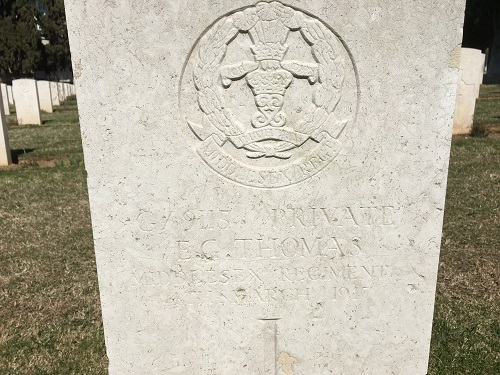 Close-up of the headstone of 6/9115 Private E G Thomas, 3rd Battalion, Middlesex Regiment, Salonika (Lembet Road) Military Cemetery (grave reference 941). Photograph taken by Lynsey Ball, 4th March 2017.
