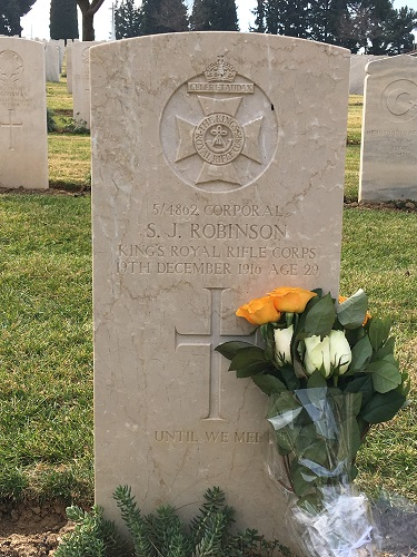 Photograph of the grave of Corporal Sidney James Robinson, 4/KRRC, at the Mikra British Cemetery, Kalamaria, Thessaloniki.