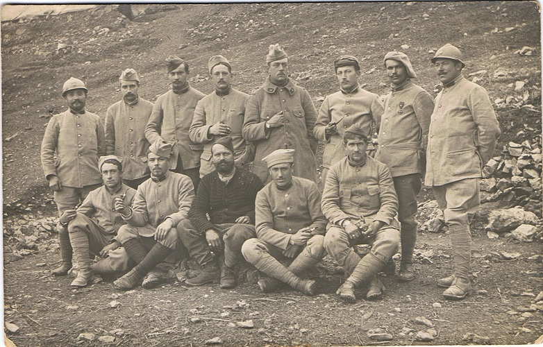 A postcard showing a group of French infantry in 'The Birdcage' lines, near Salonika in February 1916. A previous owner of the postcard, bought on eBay, has identified them as members of the 260e Régiment d'Infanterie (113th Brigade, 57th Infantry Division), near Hidzerabati, Macedonia. From the SCS Web Editor's collection.